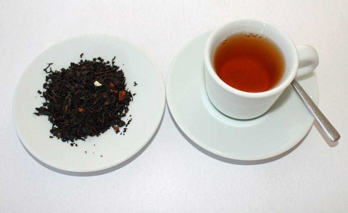 tazza con tè nero