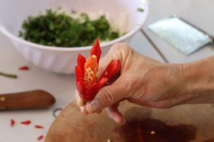 chilli tagliato a forma di fiore