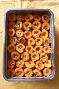 albicocche per clafoutis con mandorle