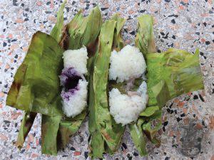 pacchetti di foglie di banane aperti
