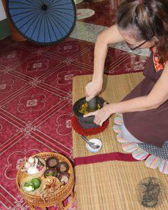 preparazione di pasta al curry verde