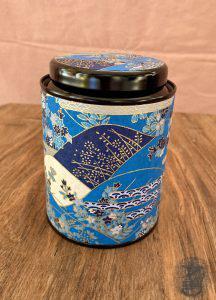 Tee-Dose aus Metall und Papier